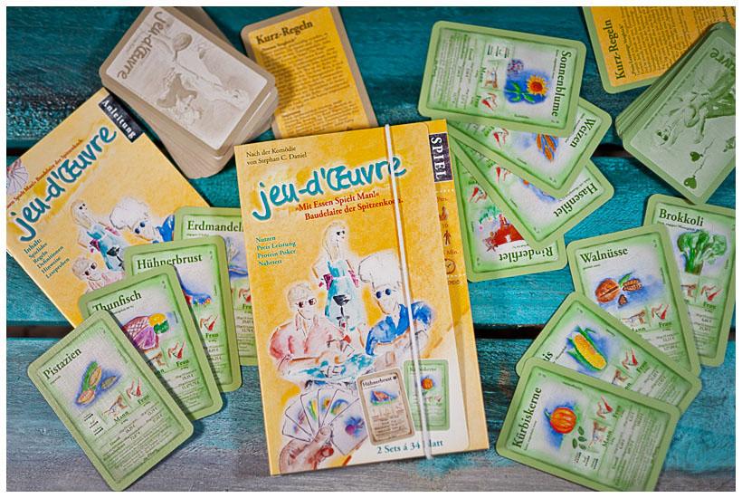 Kartenbox und Spielkarten für Trumpfspiel mit Essen und Protein Poker